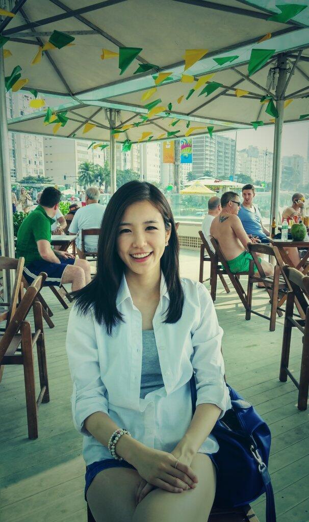 韩国美女主播 世界杯走红甜美笑容电死人